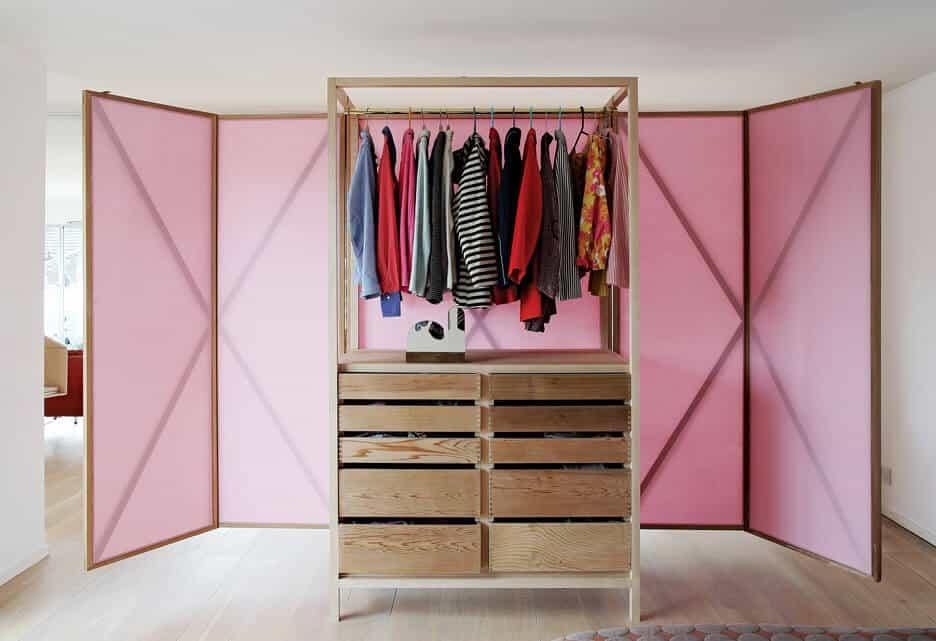 un dressing decore de rose et ultra fonctionnel