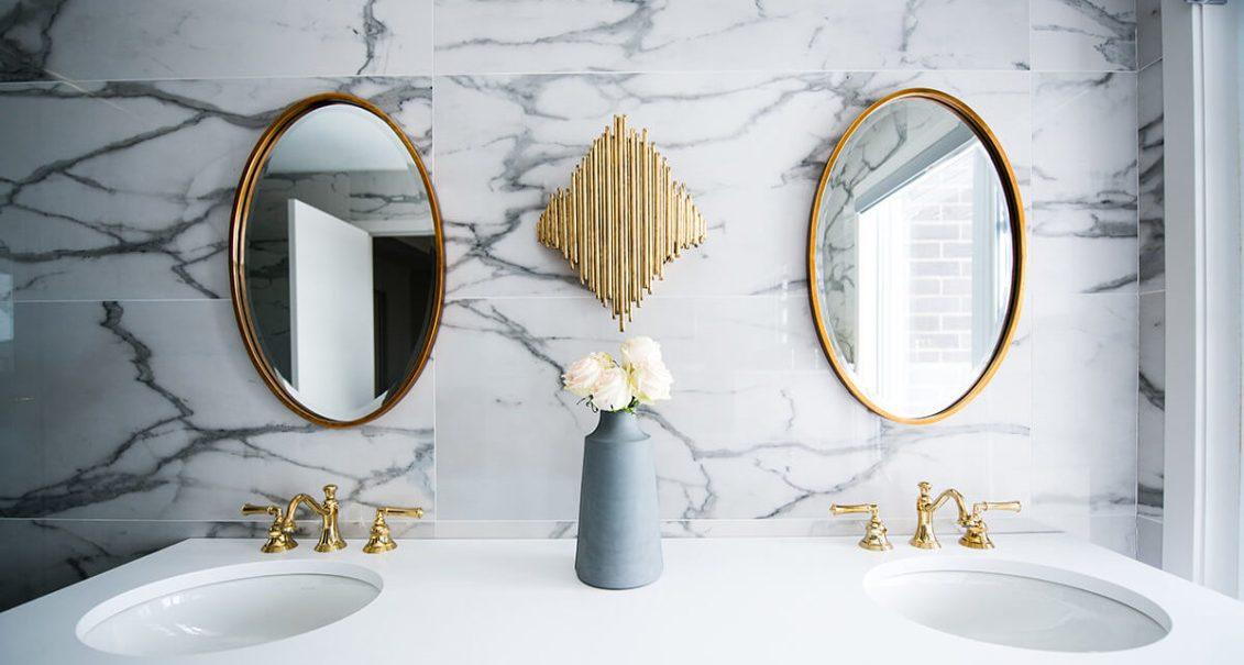 cropped christian mackie 6BJu73 UJpg unsplash 2 - Choisir les meubles de la salle de bains