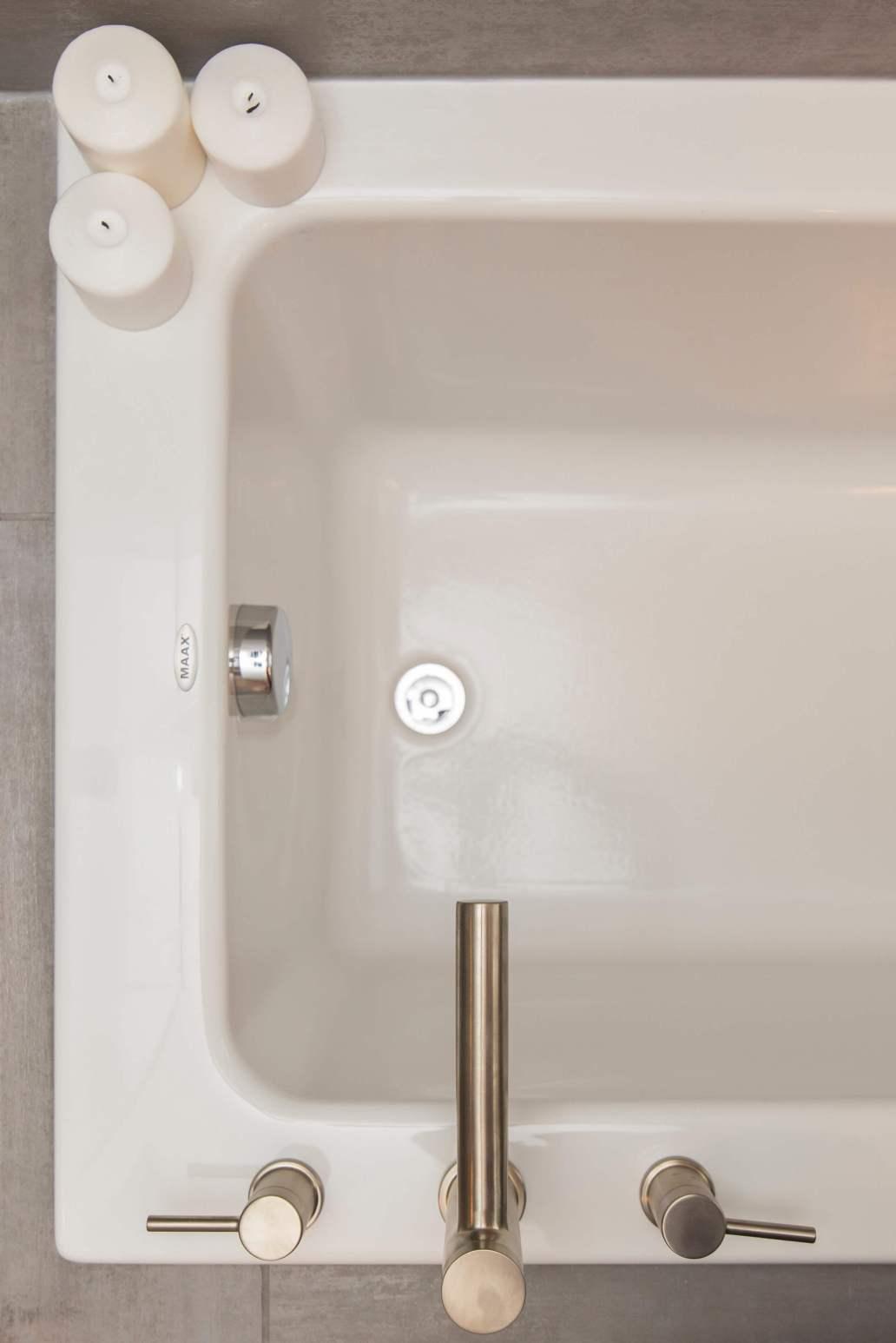 jose soriano wtxJbLVGMIE unsplash 2 1367x2048 - Quelle baignoire pour une grande salle de bains