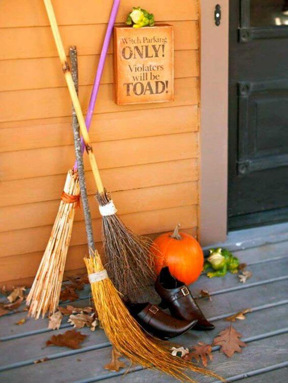 Décoration de la porte dentrée pour halloween dinspiration witchy - 12 idées pour décorer la porte à Halloween