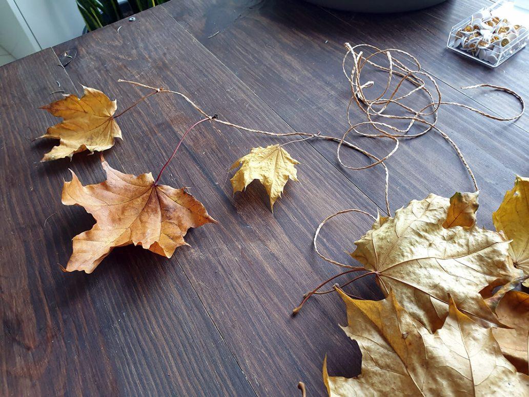 guirlande de feuilles - Comment adopter la guirlande de Noël zéro déchet ?