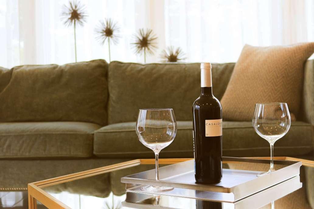 guillermo nolasco oC5NGvN3FOo unsplash 2 2048x1365 - DIY : Comment fabriquer sa table en verre soi-même?