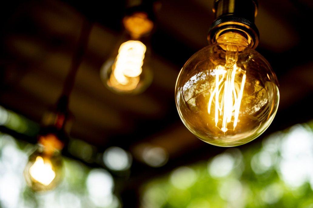 une ampoule Led à filament  - Pourquoi installer un éclairage LED dans un appartement ?