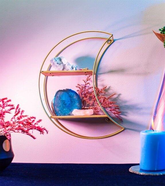 etagere murale en forme de demi lune celeste - Déco féministe : on craque pour le Girl Power