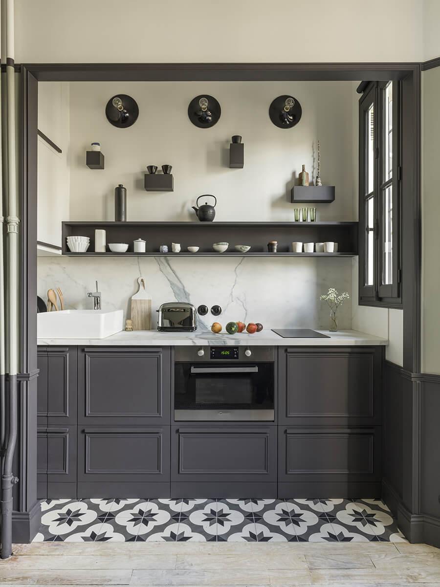 petite cuisine Marianne Evennou avec rangement de cuisine élégant - Comment organiser les placards de la cuisine ?