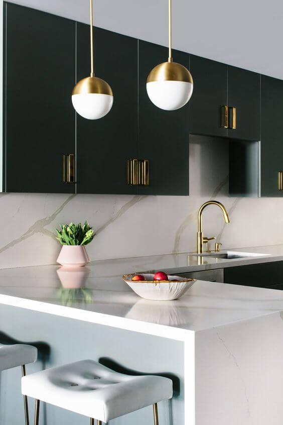 ranger les placards de la cuisine pour dégager le plan de travail - Comment organiser les placards de la cuisine ?