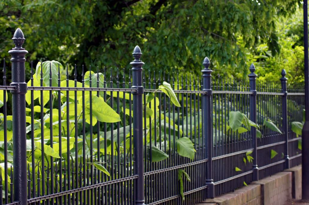 Installer une clôture et un portail pour aménager lextérieur - Comment aménager l'extérieur de votre bien immobilier ?