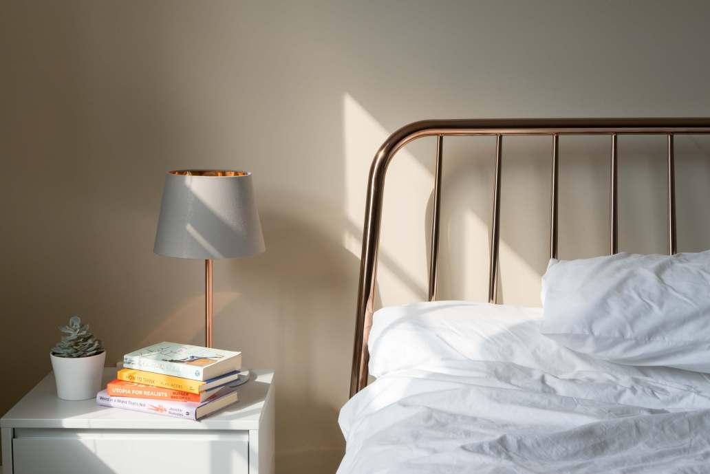holly stratton PhwbTwdZ3f4 unsplash 2 2048x1368 - Comment meubler vos chambres d'hôtes ?