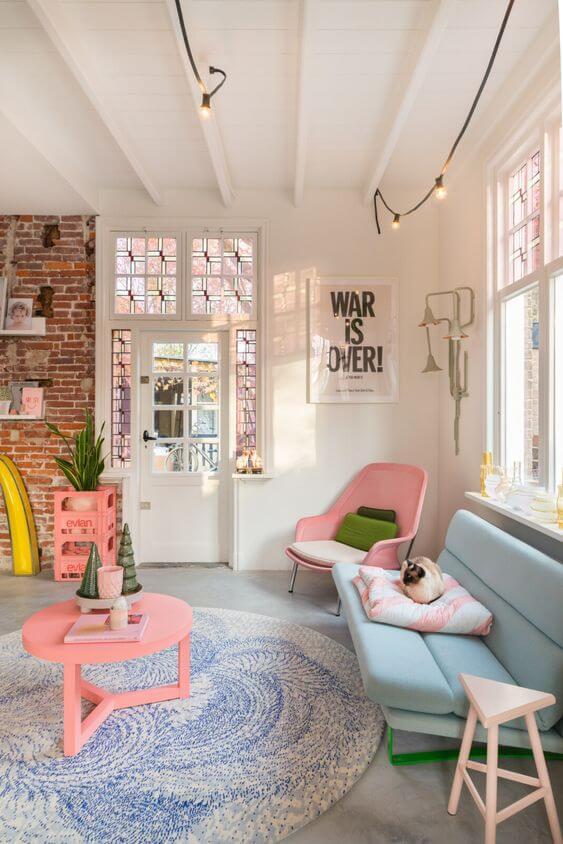 un salon coloré au style vitaminé et frais - 5 façons d'utiliser les couleurs pastel en déco