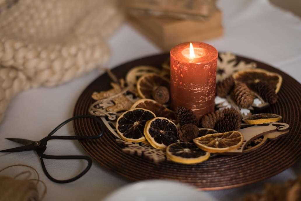 tetiana shadrina UoPu3iSMKEQ unsplash 2 2048x1367 - Pourquoi choisir des bougies naturelles pour décorer la maison ?