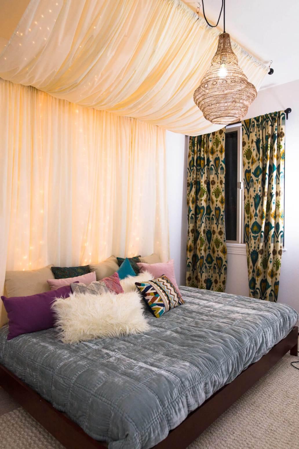 uen tete de lit avec des guirlandes lumineuses - 8 inspirations DIY pour fabriquer une tête de lit