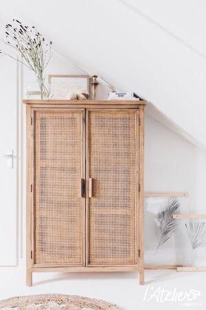 Uen armoire cannage tres tendance - Comment aménager avec goût une grande chambre ?