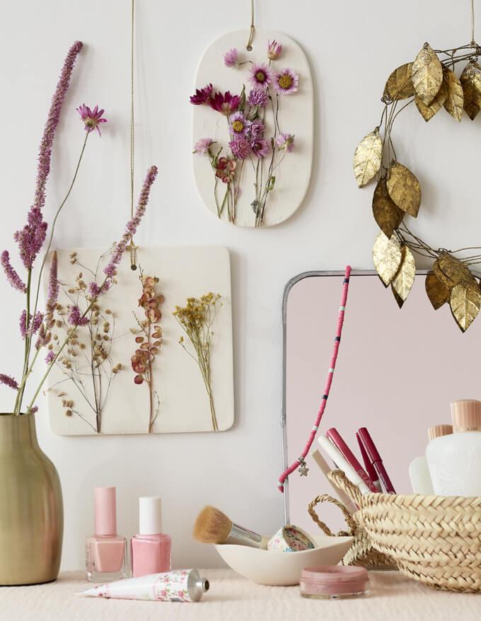 cadre fleurs sechees  - Laisser les fleurs séchées envahir la décoration