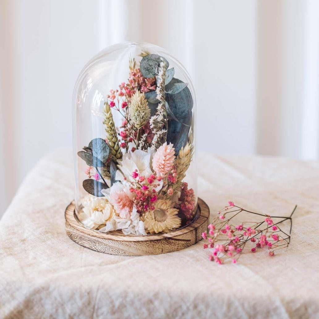 cloche fleurs sechees flowrette - Laisser les fleurs séchées envahir la décoration