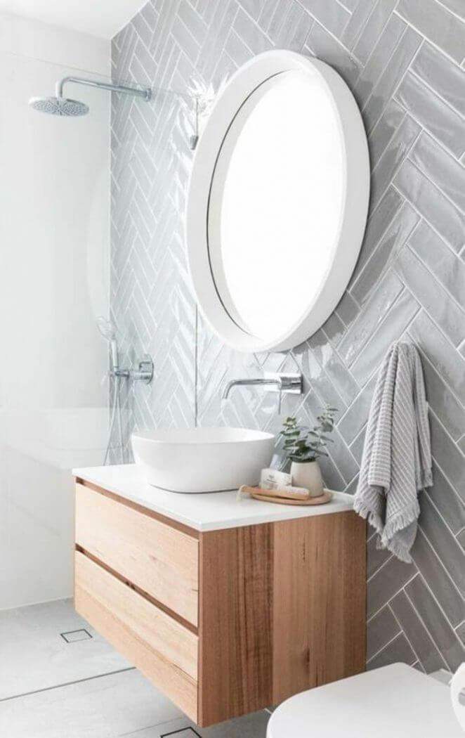 salle de bain moderne avec meuble de rangement sous bois - Comment optimiser le rangement dans la salle de bain ?