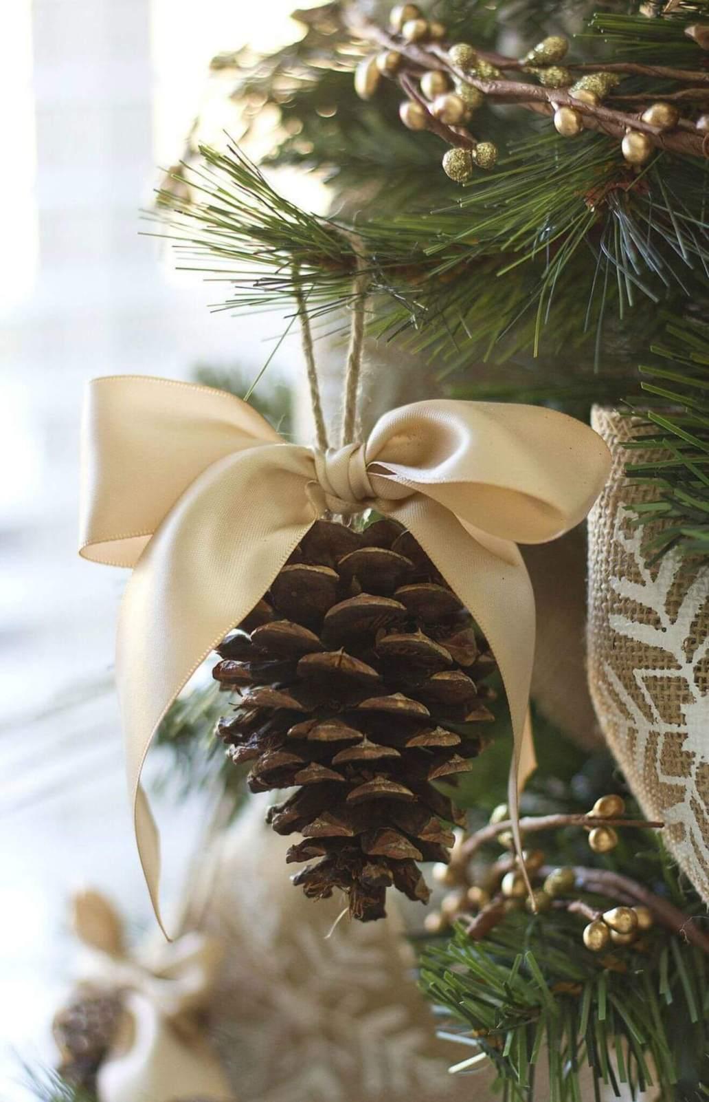 8 diy pomme de pin un nouvel ornement pour le sapin 6111841 - Les 8 tendances déco Noël annoncées pour 2020