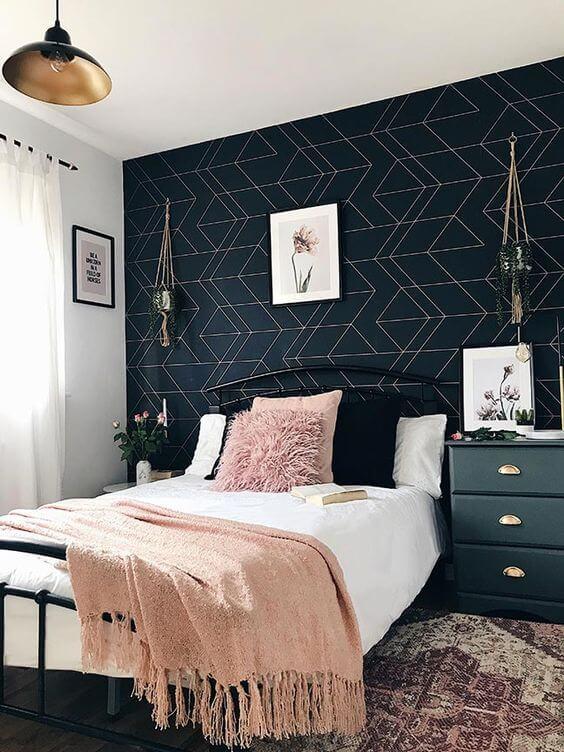 papier peint design dans une chambre moderne look noir blanc et or - Quel papier peint pour la chambre d'adulte ?