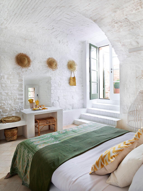 deco chambre blanche avec lit vert jaune - Tendances meubles et décoration 2021 : le grand décryptage