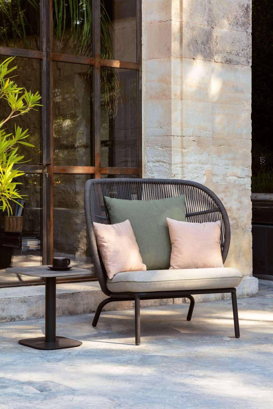 fauteuil rembourre kodo cocoon gris fossile beige vert madeindesign 335470 original 1366x2048 - L'éco-design : le nouveau visage du design