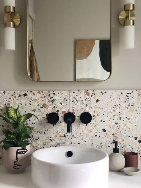 salle de bain credence terrazzo vintage 2 - Tendances meubles et décoration 2021 : le grand décryptage
