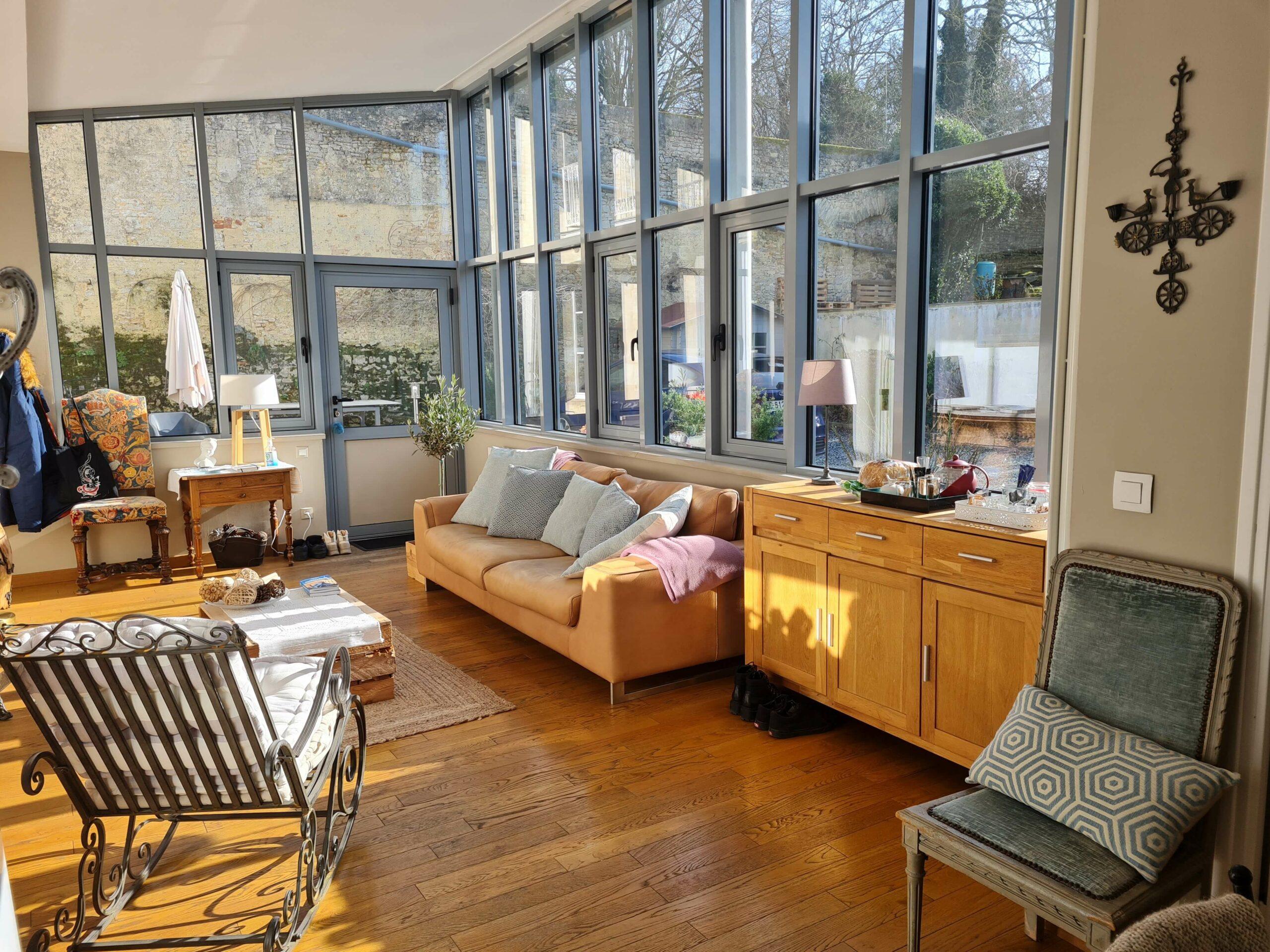 20210213 142812 scaled - Airbnb Tour : visite privée d'une tiny house à Bayeux
