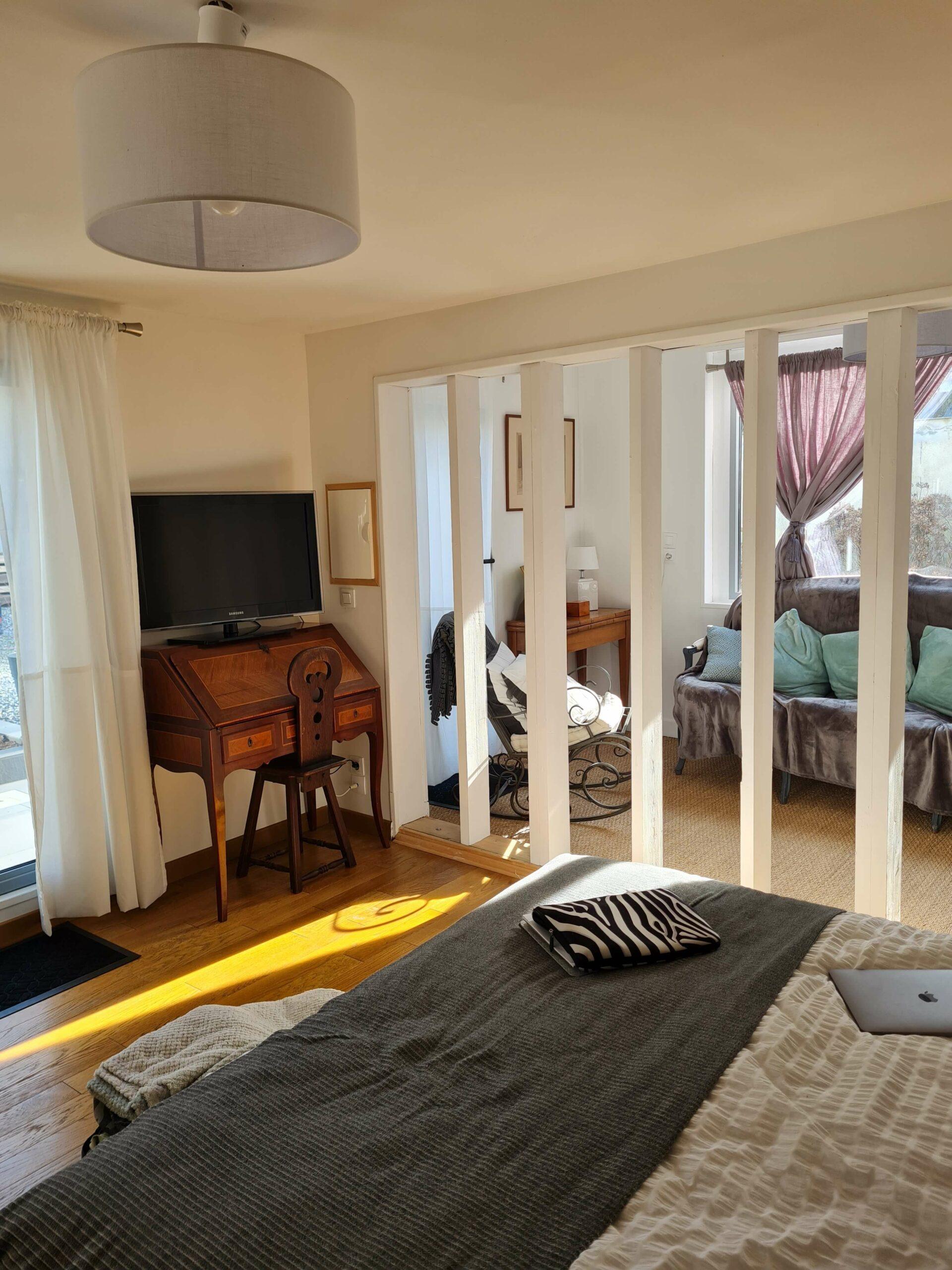20210213 143934 scaled - Airbnb Tour : visite privée d'une tiny house à Bayeux