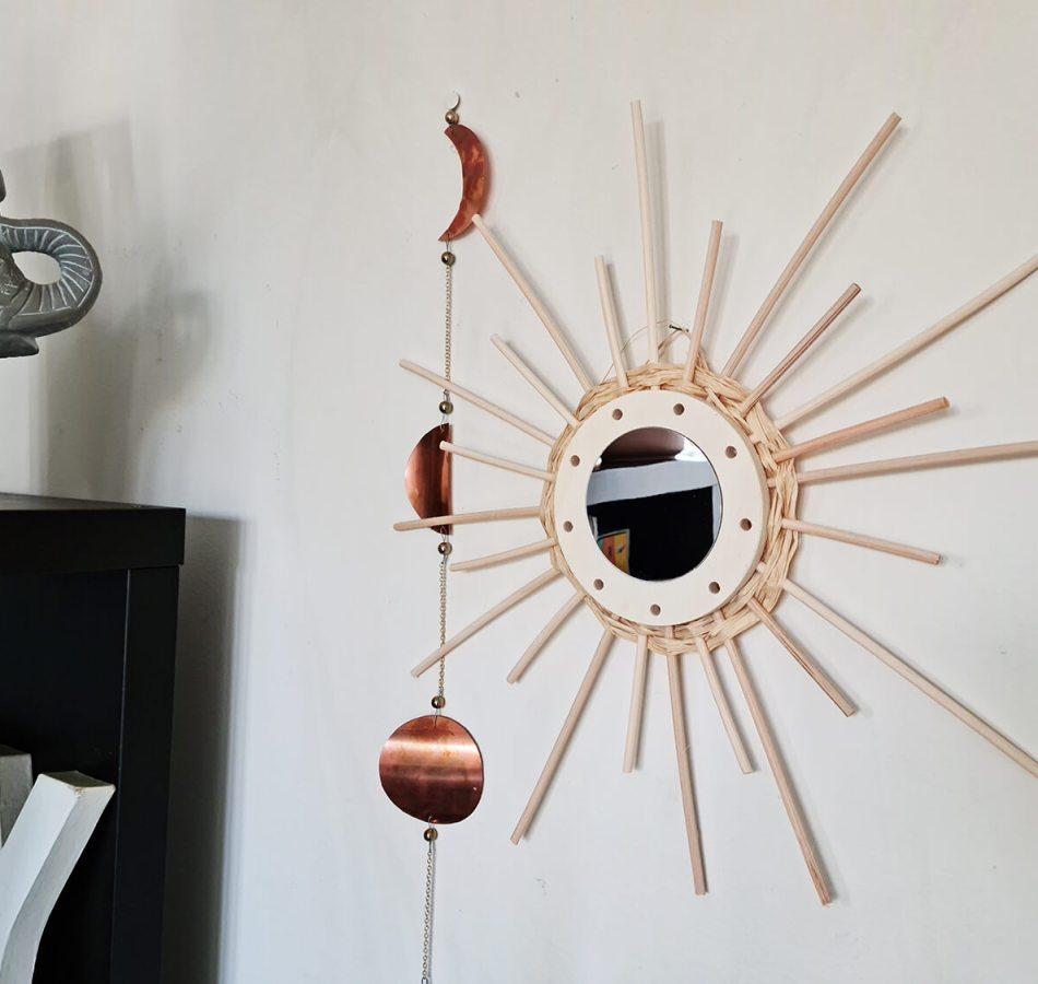 DIY déco : donner vie à des miroirs en rotin
