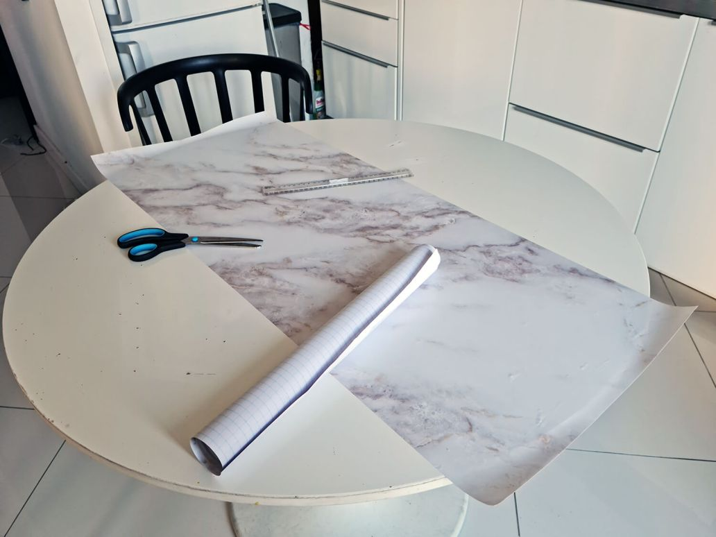 20210330 161634 - IKEA HACK : personnaliser une table DOCKSTA avec un sticker