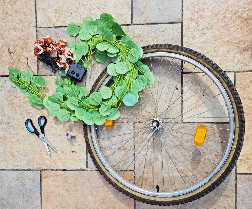 20210507 165245 - DIY extérieur : fabriquer une décoration de jardin avec une roue de vélo