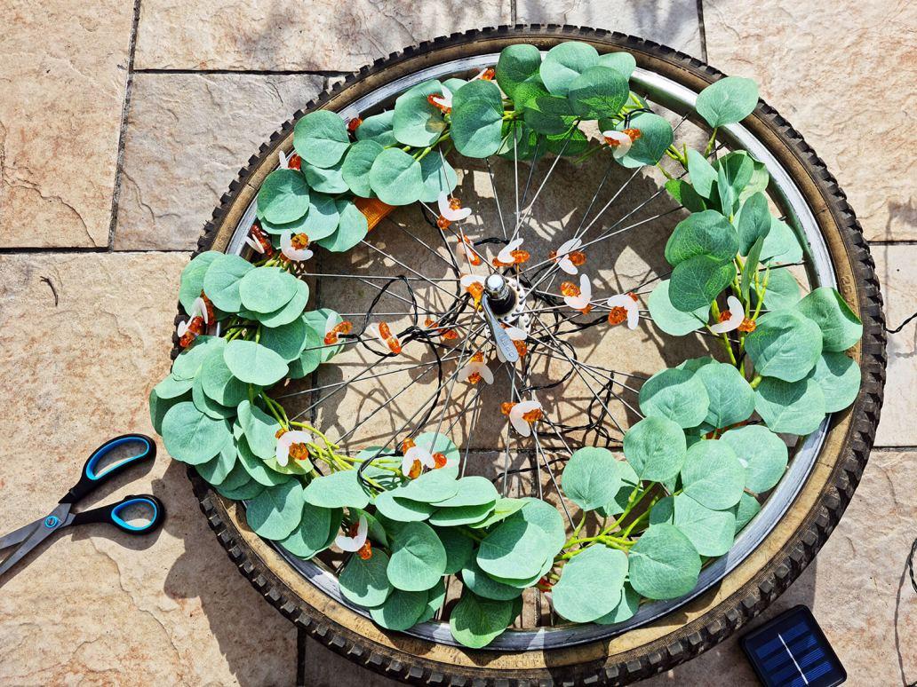 20210507 173532 - DIY extérieur : fabriquer une décoration de jardin avec une roue de vélo