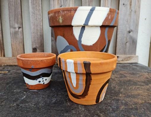 DIY jardin : comment personnaliser des pots en terre cuite