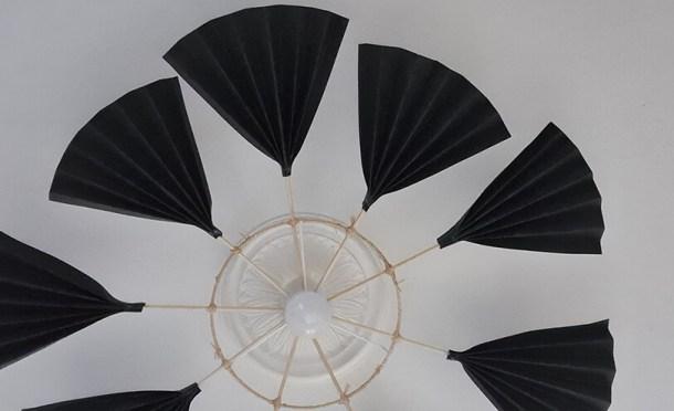 Fabriquer un lustre palmier avec des feuilles en papier