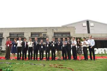 中部自造者基地-雲科大創意工廠開幕及結盟大會揭牌儀式合照