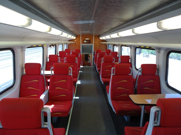 Imagine riding in a roomy, airy, well-lit Metra train. Then forget it because Metra is buying more of the same. By JHarrelson - Own work, CC BY-SA 3.0, https://commons.wikimedia.org/w/index.php?curid=15115233