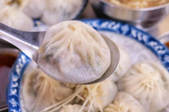 莊手工鮮肉湯包|秀傳、彰基週邊 被在地人稱彰化鼎泰豐 湯包皮薄超爆漿
