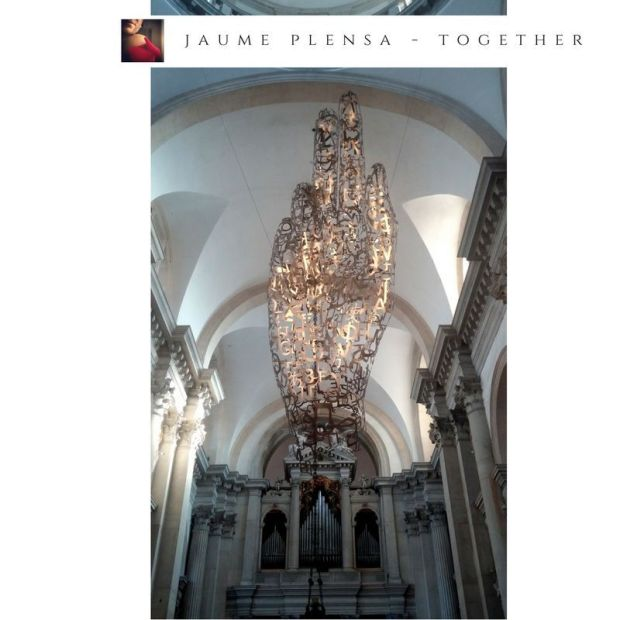 Presentata come evento collaterale alla 56esima Esposizione Internazionale d'Arte, l'installazione di Plensa ben si sposa all'estetica tipica dell'architetto veneto.