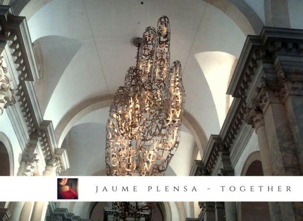 L'opera Together di Jaume Plensa è una di quelle opere che mai ti aspetteresti di vedere in una chiesa palladiana, tanto meno in una città come Venezia.