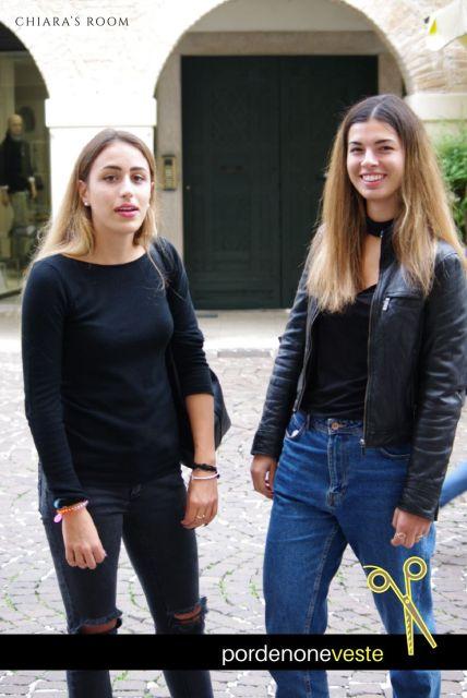 Reputo il loro streetstyle look un vero colpo da manuale: dal boyfriend cut jeans, al jeans tagliato alle ginocchia, alle sneakers.