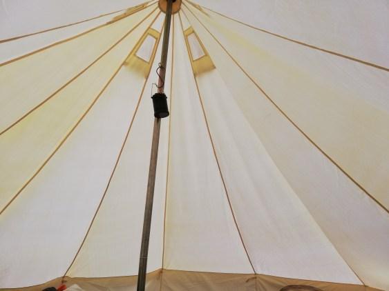 S字フックでランタン 高さがあるテント