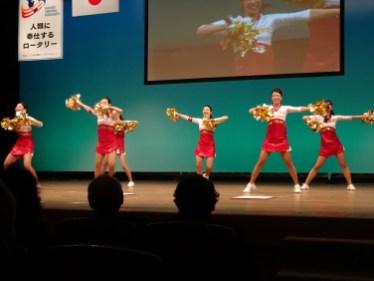 大会二日目アトラクション JAL現役客室乗務員で構成されるチアダンスチーム