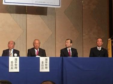 当クラブより 地区大会選挙管理委員として郭福男会員が出席、壇上に上がる!!