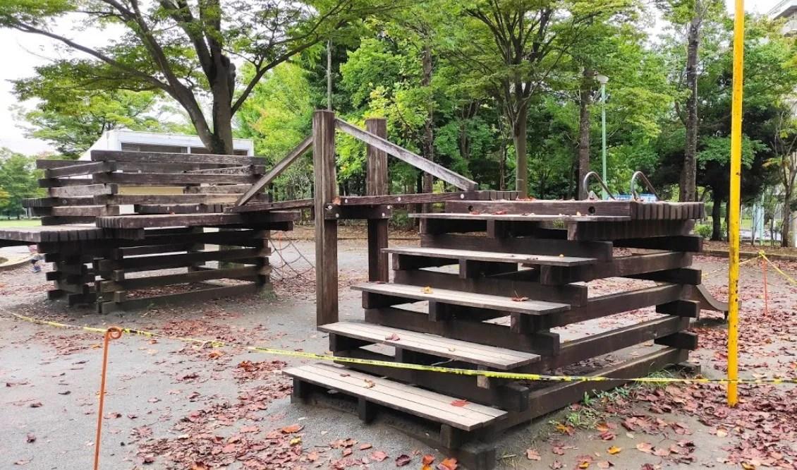 大塚前公園の木製遊具が撤去される模様。03