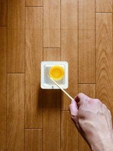 【高齢者(在宅介護)レクリエーション】ドレッシングのキャップと豆腐の容器と割り箸を使って『目玉焼きゲーム』