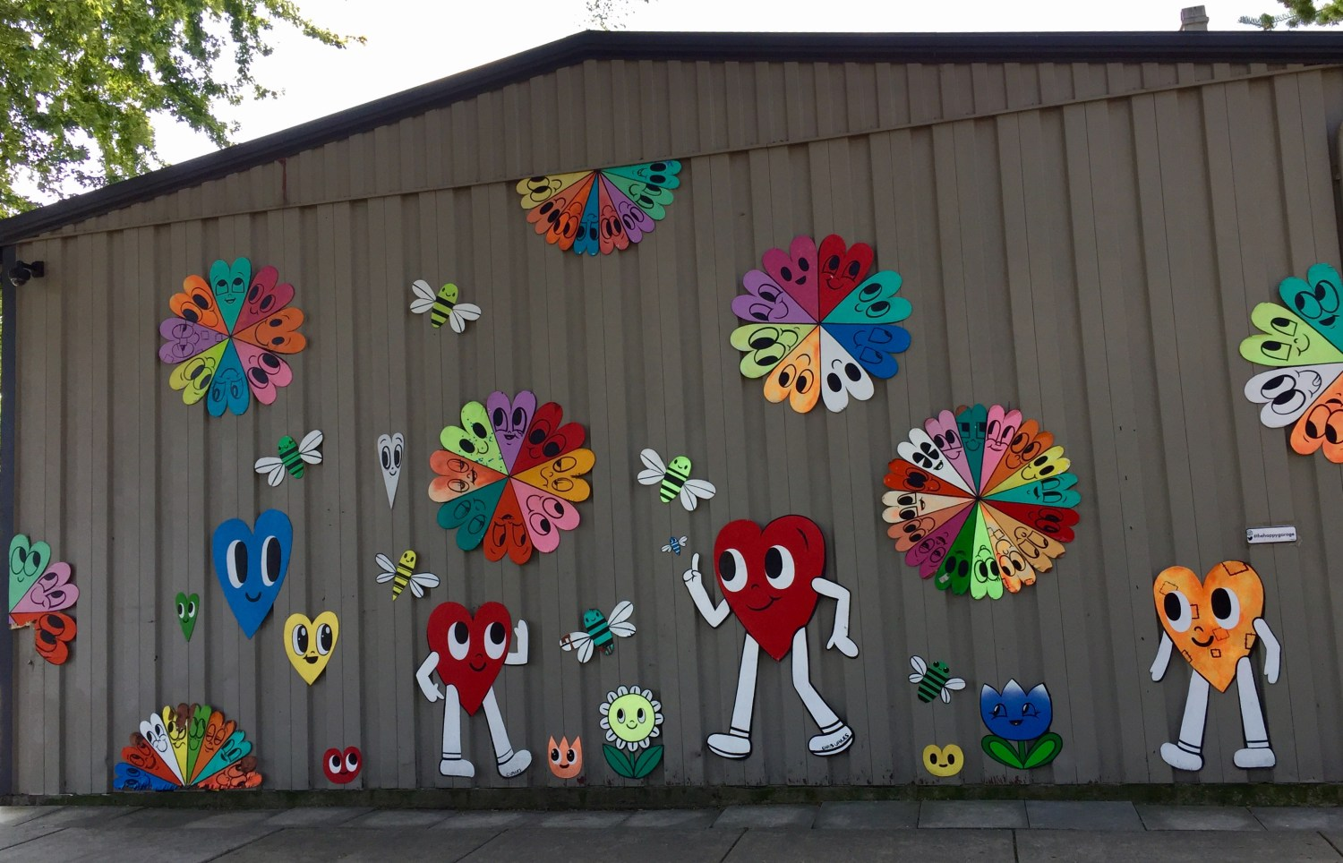 Ravenswood S Happy Garage Art Installation Vanadalized Cbs Chicago