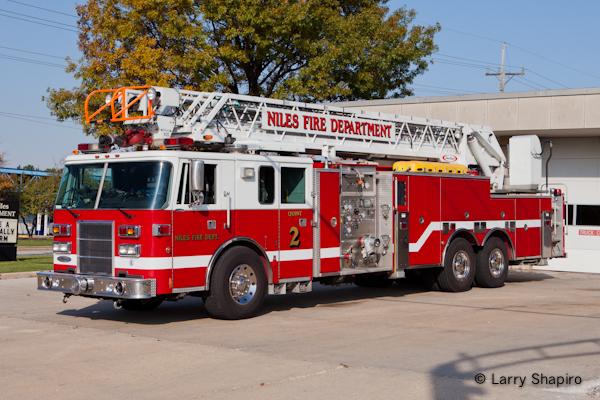 Niles Fire Department Pierce Lance quint Trotwood Fire Department