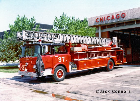 Chicago Fire Department 1968 Mack CF Pirsch aerial ladder Chicago Truck 37