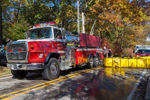 large barn fire in Barrington Hills IL 10-10-12 on Ridge Road Wauconda Fire District