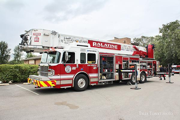Palatine FD Tower Ladder 85