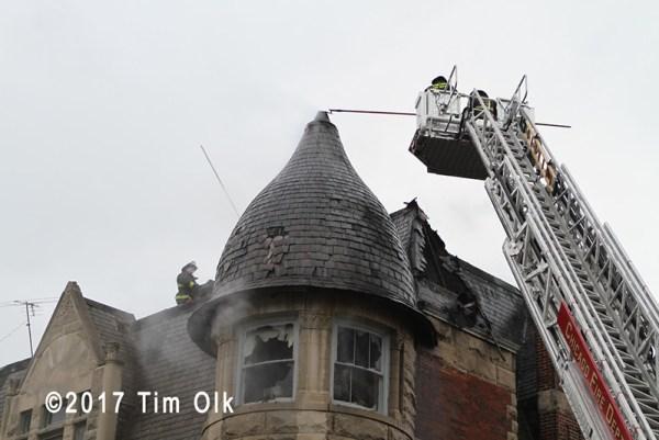 Chicago FD Tower Ladder 37 at work