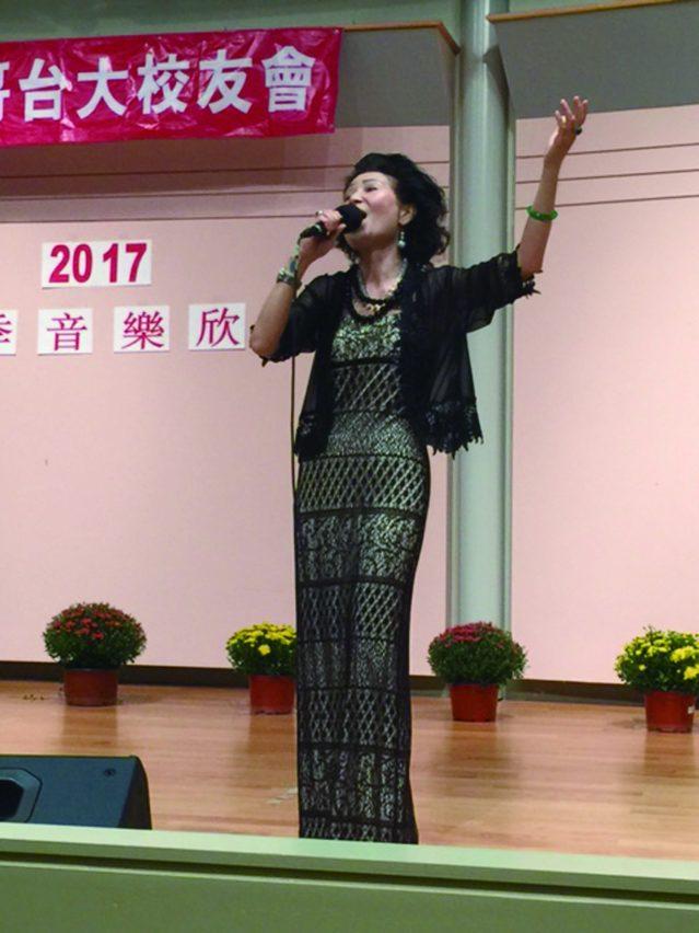 前加拿大公使周莉音演唱黃梅調《訪英台》和膾炙人口的經典老歌《昨夜星辰》